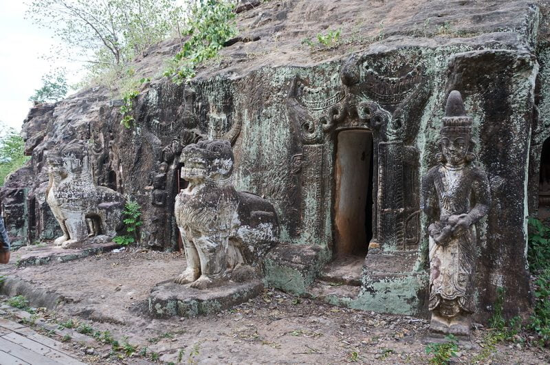 Chinta guardian lions outside cave entrace