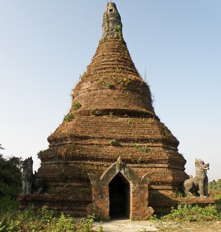 Stupa Ruin close to Shite-Thaung Temple